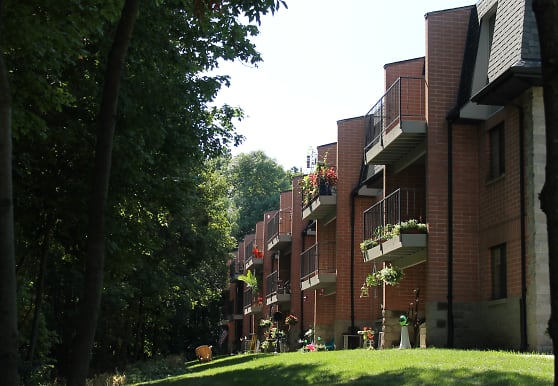 Pinewood Creek Apartments, New Berlin, WI