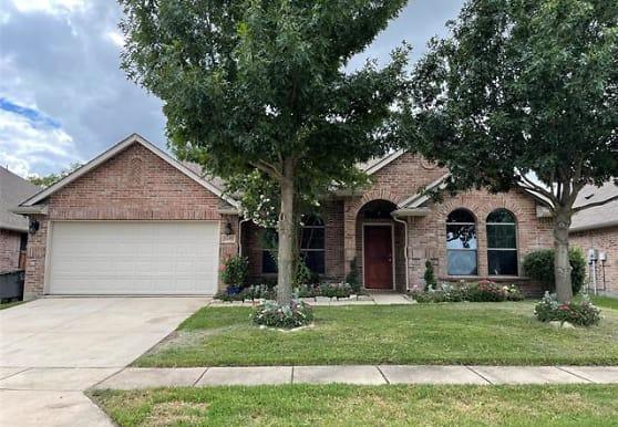 5691 Crestwood Dr, Aubrey, TX