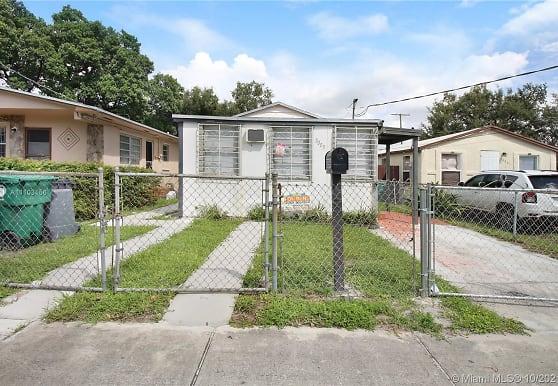 3003 NW 45th St A, Miami, FL