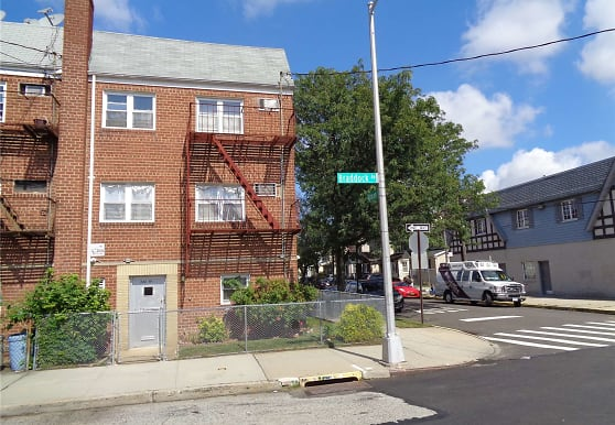 224-19 Braddock Ave 2F, Queens, NY