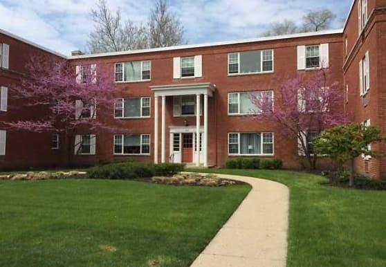 Georgian Court Apartments, Barrington, IL