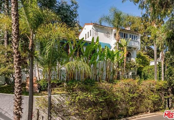 7825 Hillside Ave, Los Angeles, CA