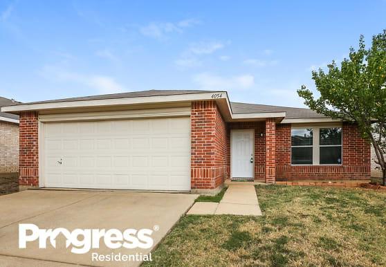 4054 Hunters Creek Dr, Fort Worth, TX