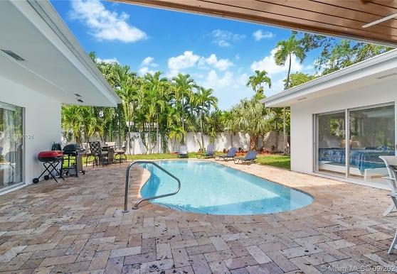 2555 NE 202nd St, Miami, FL