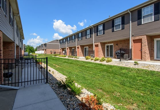 The Bluffs At Cherry Hills Townhomes, Omaha, NE