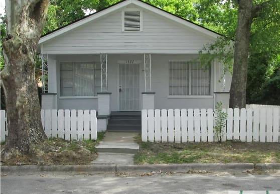 1527 Chester St, Savannah, GA