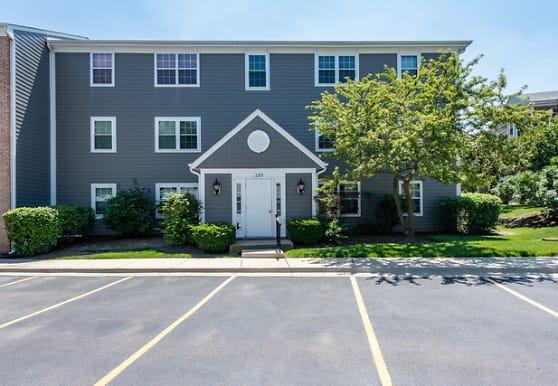 150 E Winchester Rd E, Libertyville, IL