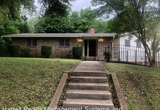 2524 Wooded Acres Dr, Waco, TX