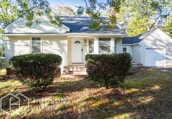 53 Newman St, Patchogue, NY