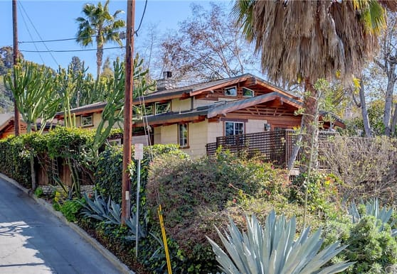 3950 De Longpre Ave, Los Angeles, CA