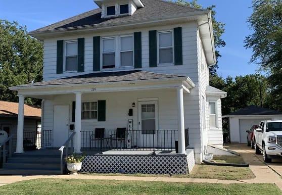 224 N Briegel St B, Columbia, IL