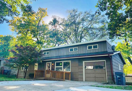 7800 Ash St, Prairie Village, KS