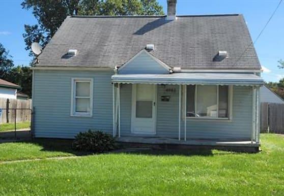 4961 Hazel St, Dearborn Heights, MI