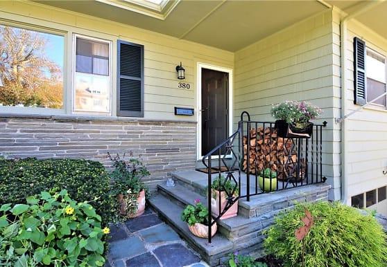 380 Gibbs Ave, Newport, RI