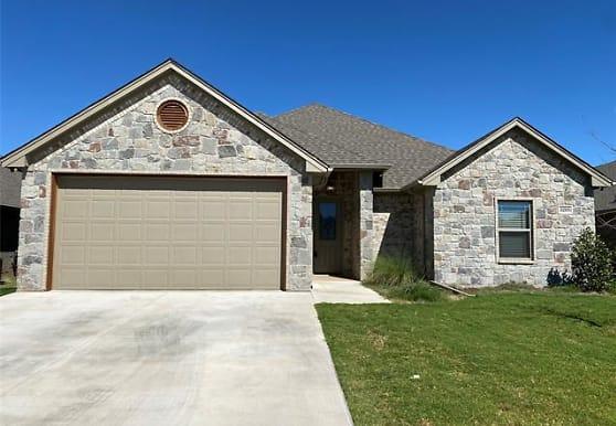 3205 Windcrest Dr, Granbury, TX