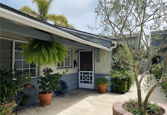 306 Dahlia Pl B, Newport Beach, CA