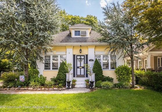 10 Colonial Blvd, Hillsdale, NJ