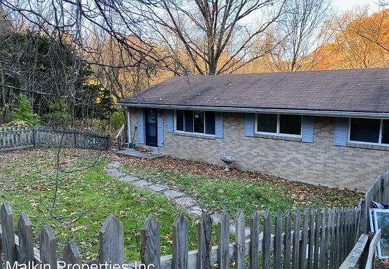 3310 New England Rd, West Mifflin, PA