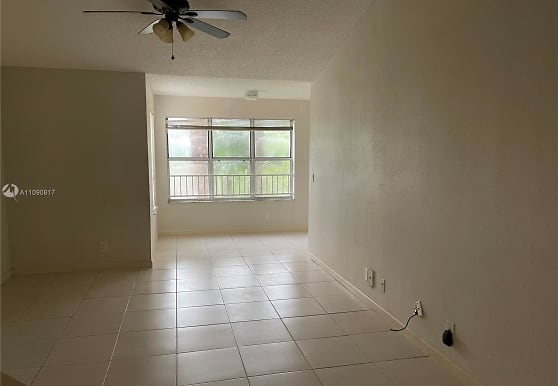3480 Pinewalk Dr N 135, Margate, FL