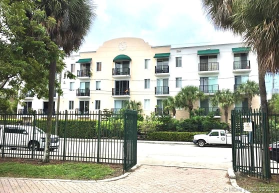 400 SW 2nd St 207, Miami, FL