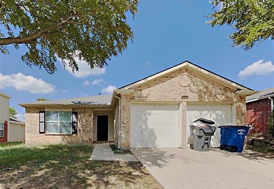 7031 Petty Ln, Dallas, TX
