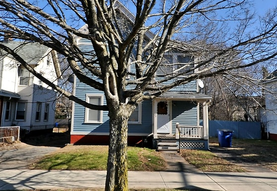 35 Brewster St, New Haven, CT