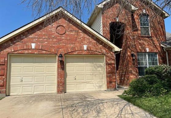 12005 Copper Creek Dr, Fort Worth, TX