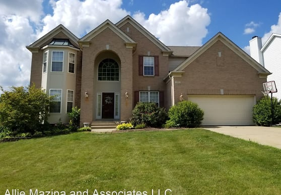 175 Seiberling Dr, Northfield, OH