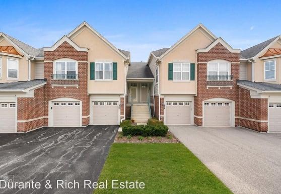 452 Pine Lake Cir, Vernon Hills, IL