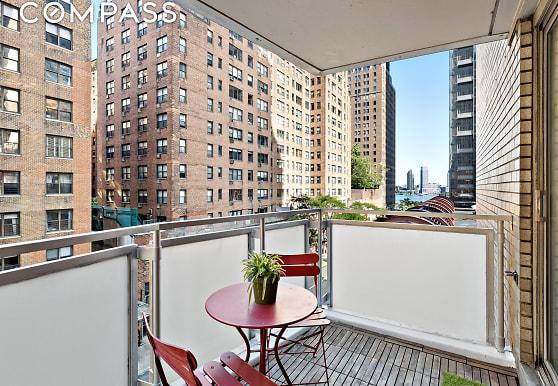 300 E 40th St 5-C, New York, NY