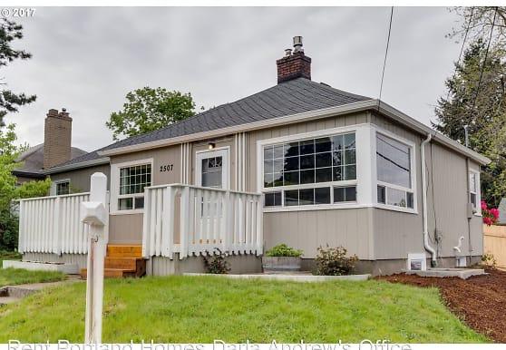 2507 N Russet St, Portland, OR