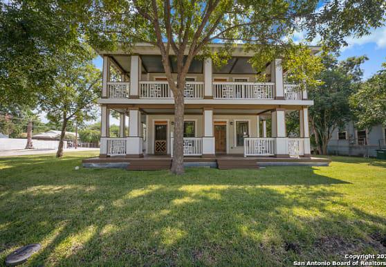 224 Queen Anne Ct 3, San Antonio, TX