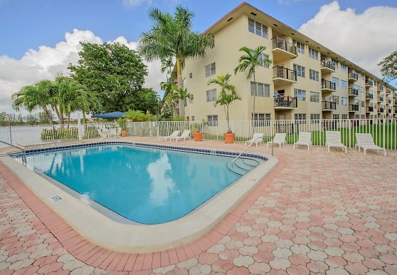 Apartments at Crystal Lake, Pompano Beach, FL