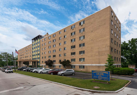 Commodore Club Apartments, Lakewood, OH