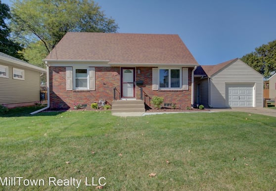 1927 36th St, Moline, IL