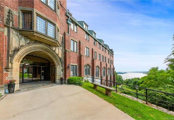 405 Chateau Rive 405, Peekskill, NY
