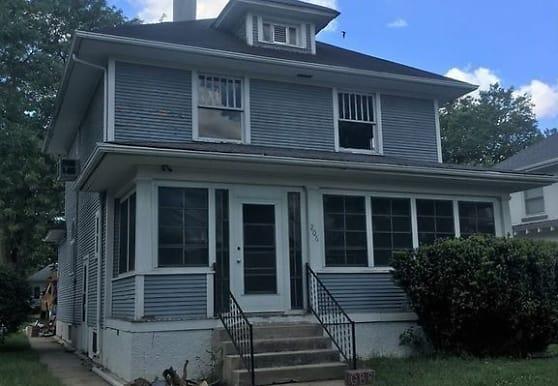 206 N 4th St, Newman Grove, NE