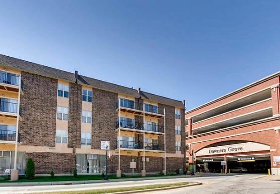 5202 Washington St 305, Downers Grove, IL