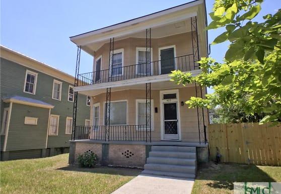 423 E 35th St, Savannah, GA