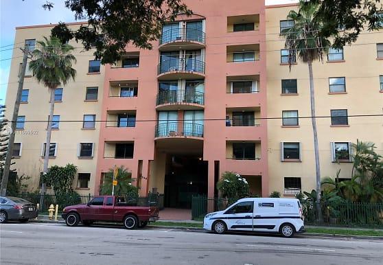 546 SW 1st St 411, Miami, FL