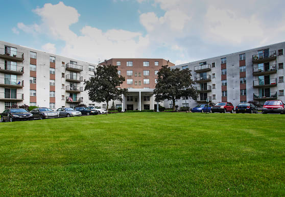 High Point In The Park Apartments, Elyria, OH