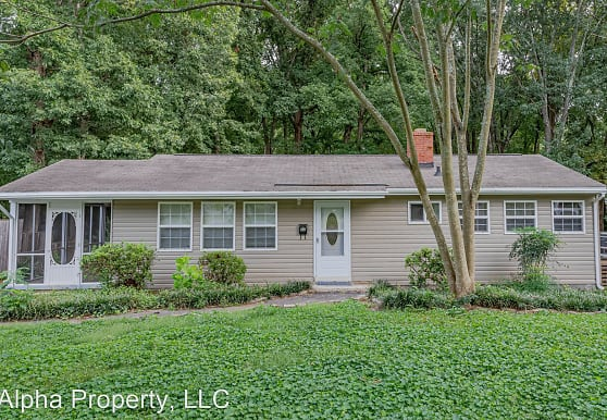 27 Lady Marion Ln, Greenville, SC