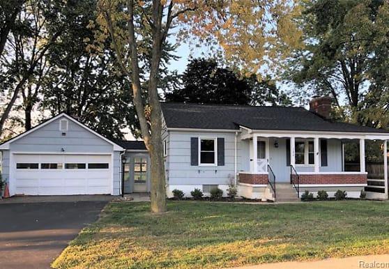 380 W Tienken Rd, Rochester Hills, MI