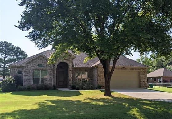 903 Janis St, Granbury, TX