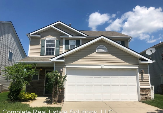 2492 Middle View Dr, Columbus, IN