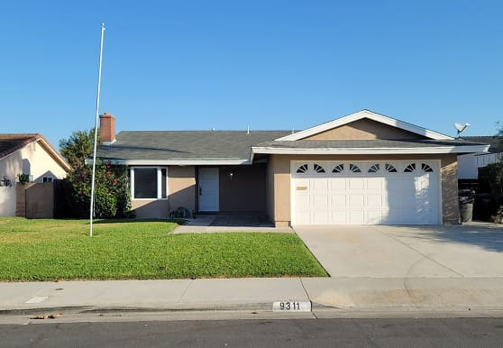 9311 Woodcrest Dr, Huntington Beach, CA