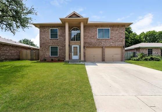 5017 Cedar Springs Dr, Fort Worth, TX