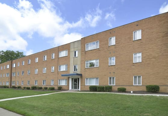 Belvoir Center Apartments, Cleveland, OH