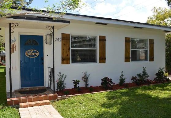 242 SW 20th St, Fort Lauderdale, FL