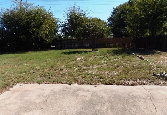 9703 La Rochelle Dr, Greenville, TX